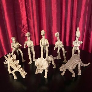 Dinosaur Skeletons- Set of 8